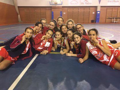 El equipo infantil femenino de Baloncesto gana la final del torneo EMDE